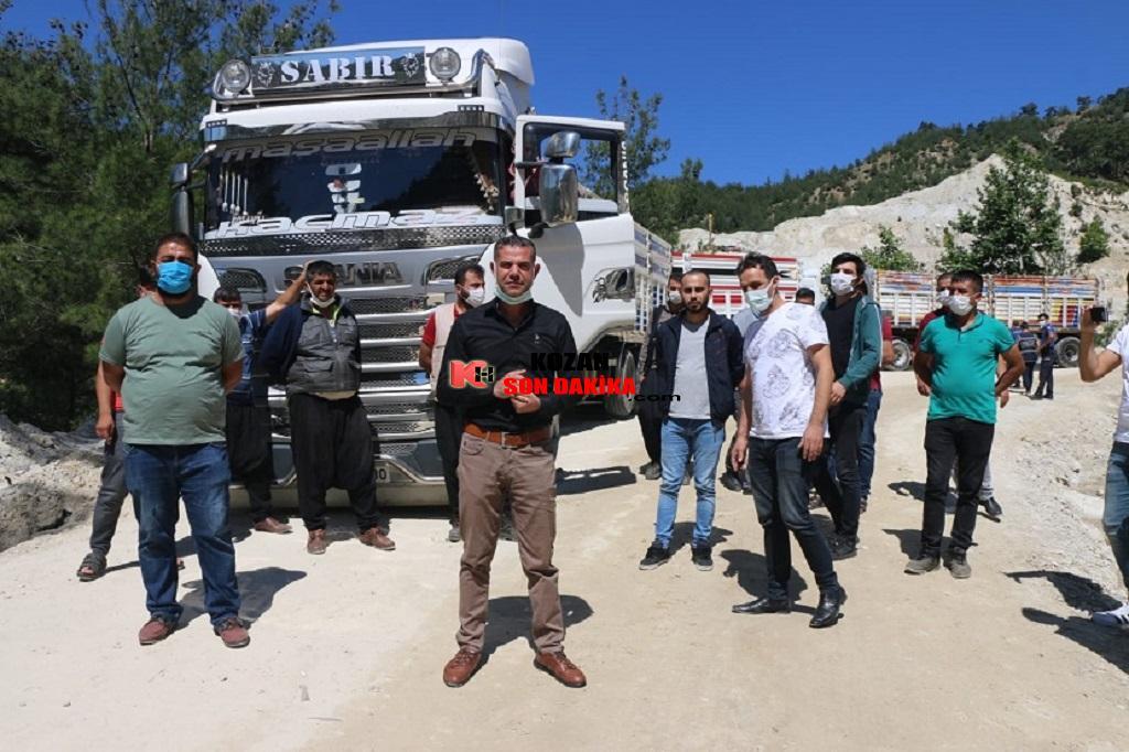 Feke Kamyoncular Kooperatifi üyeleri kamyonlarla maden yolunu trafiğe kapattı