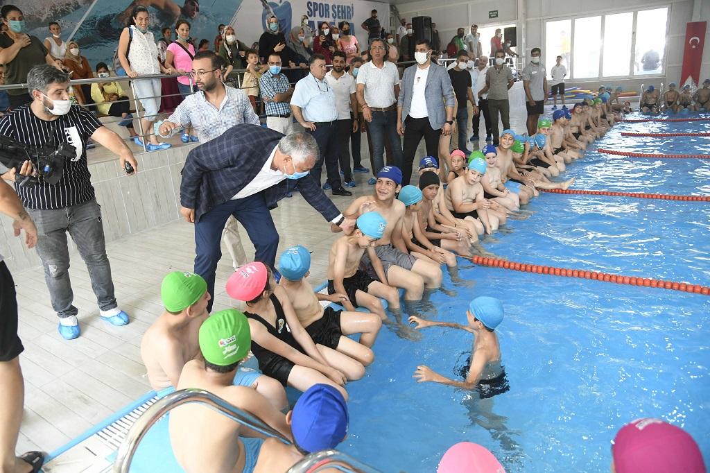 Çocuklar sulama kanallarında değil, havuzlarda yüzme öğrenip serinlesin, anneler rahat etsin