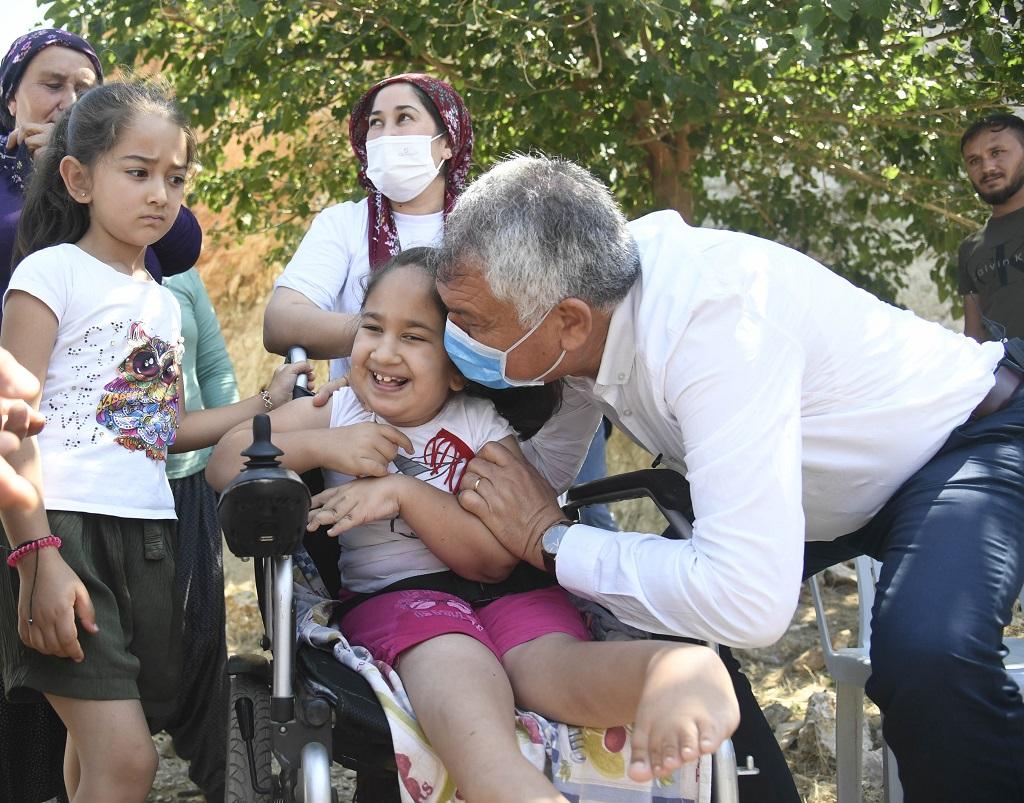 Aladağ'da yol ve su çalışmaları 100 milyon lirayı geçti  Aladağ'da seçim değil hizmet gezisi