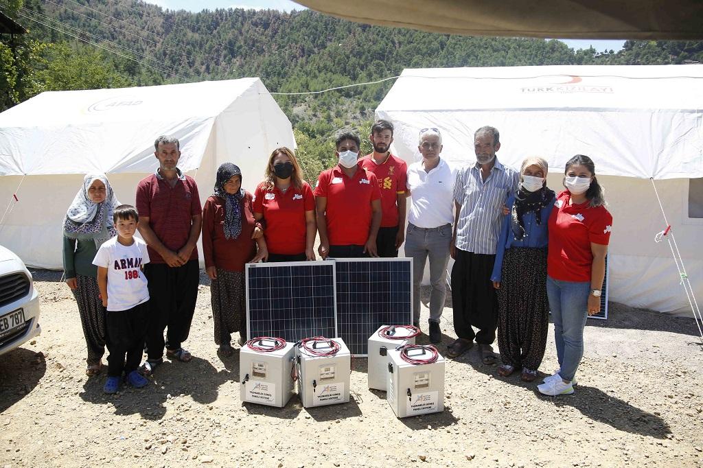 Kozan ve Aladağ'daki Elektrikten yoksun kalan afetzedelere güneş paneli sistemi dağıtılıyor
