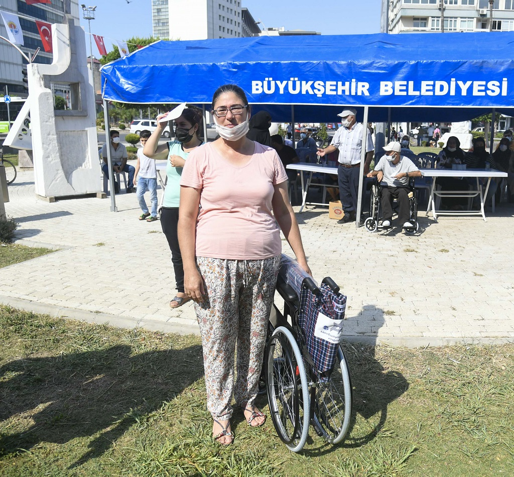 300 engelli vatandaşa akülü ve manuel tekerlekli sandalye