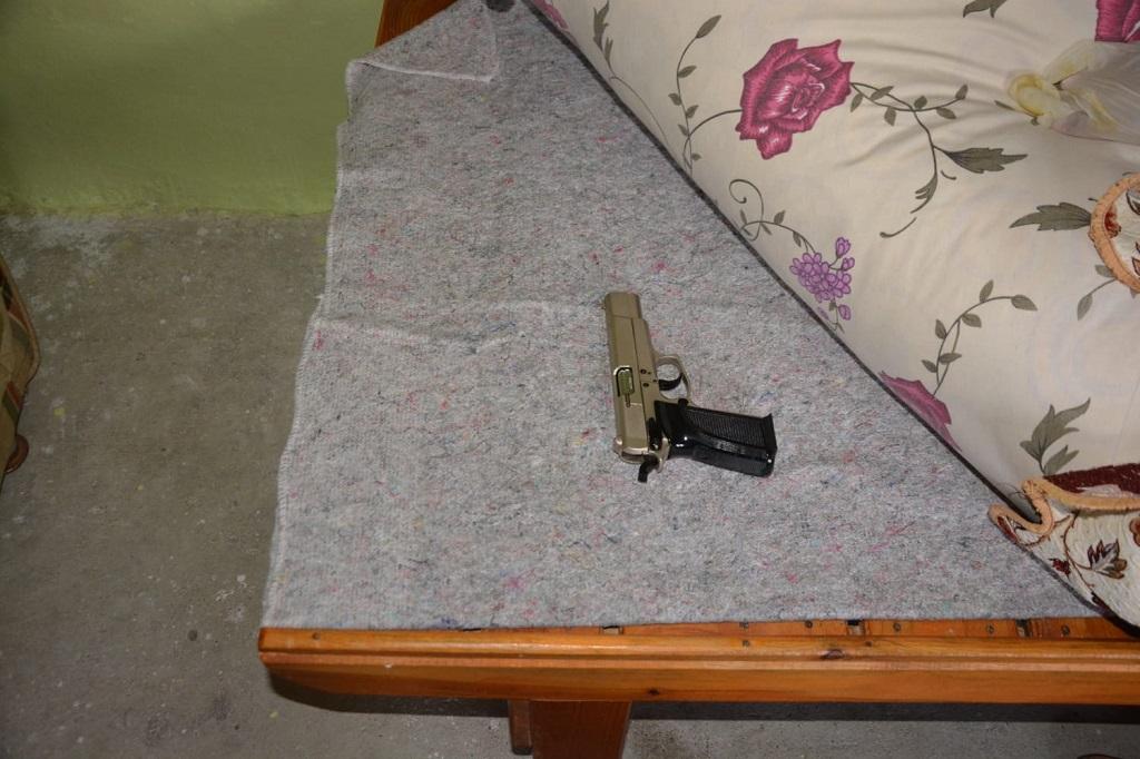 Kozan'da uyuşturucu tacirlerine şafak operasyonu
