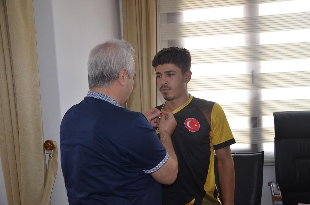 Bilek Güreşinde Dereceye giren sporculardan Başkan Özgan'a ziyaret