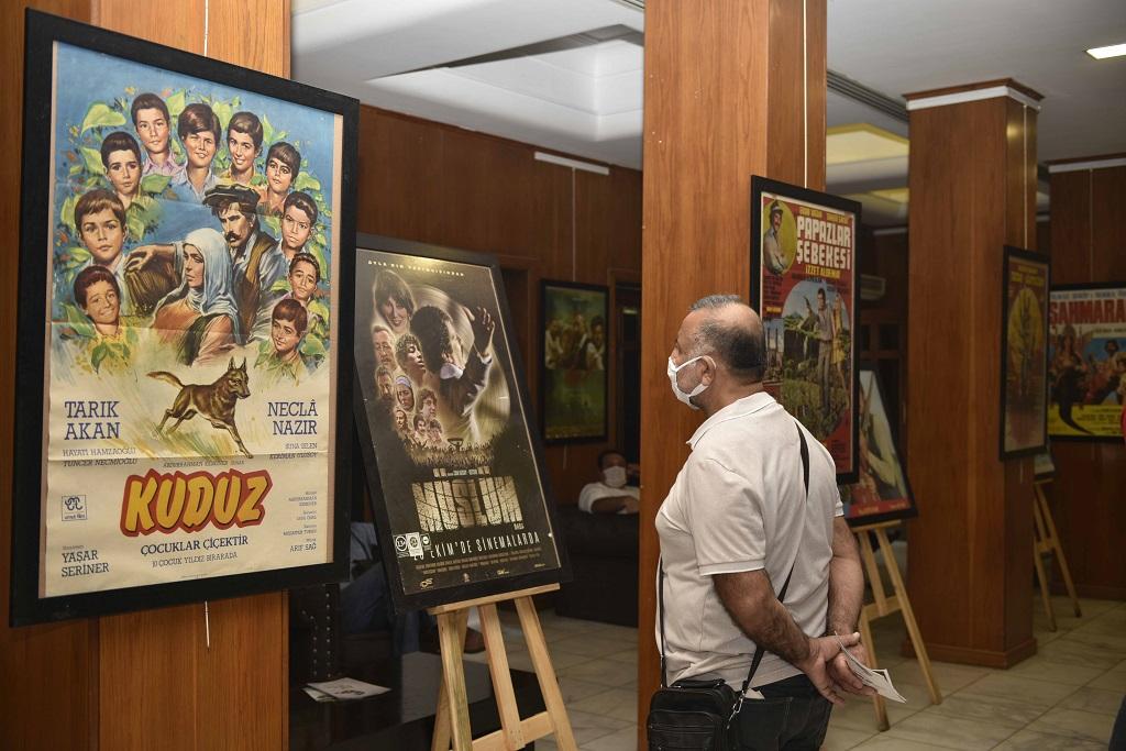 Sinema kenti Adana'da çekilen Yeşilçam filmlerinin afişleri sinemaseverlerle buluştu