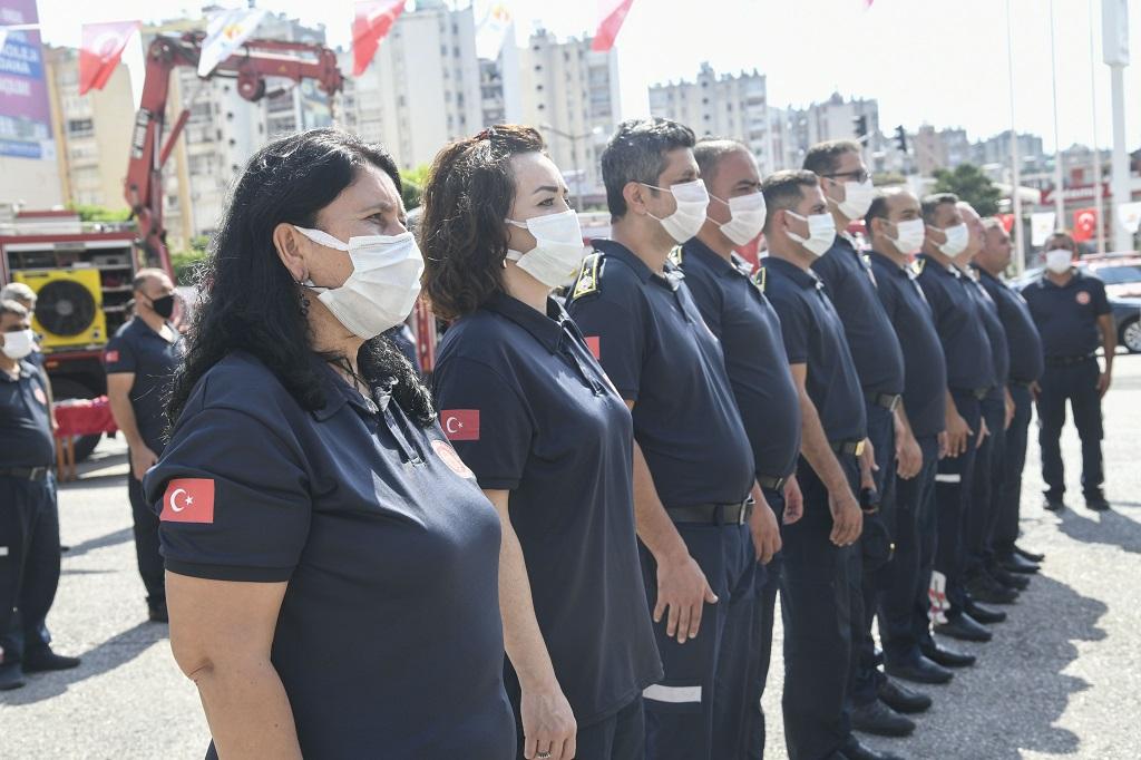 Minik öğrenciler yangın söndürme tatbikatına katıldı