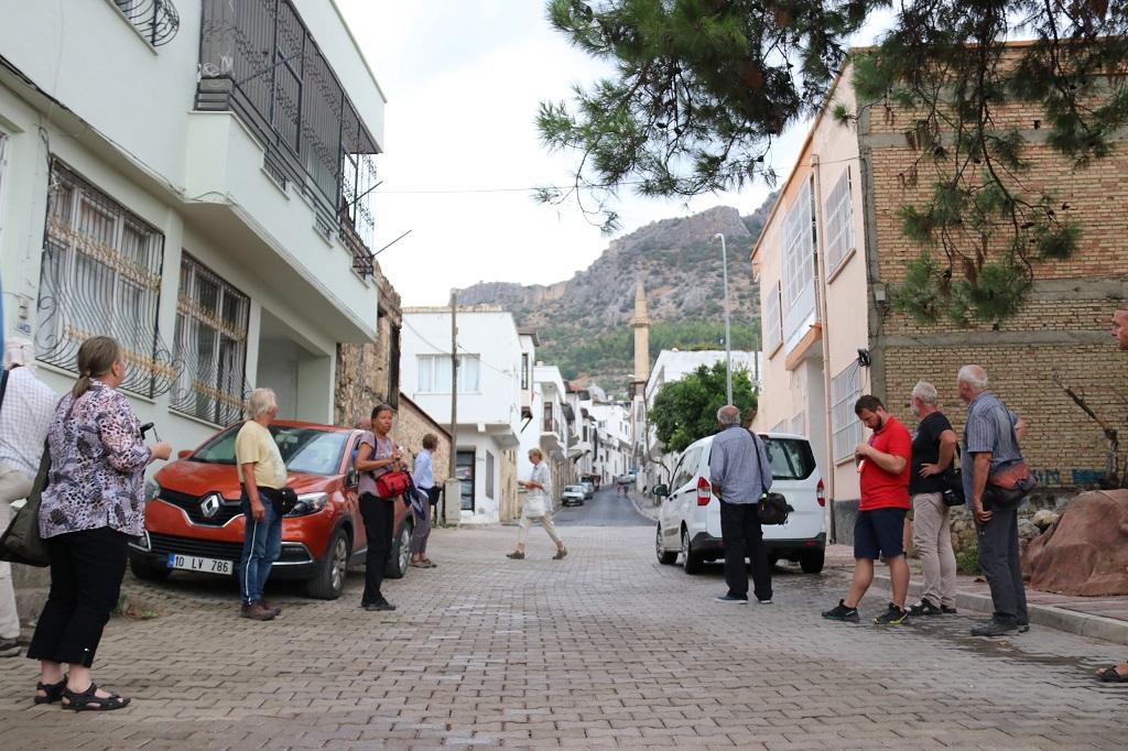Yabancı Turistler Kozan'a gelmeye devam ediyor