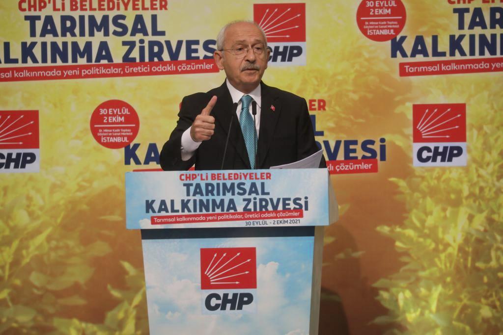 Adana standında Genel Başkan Kemal Kılıçdardoğlu'na şalgam ikram edildi