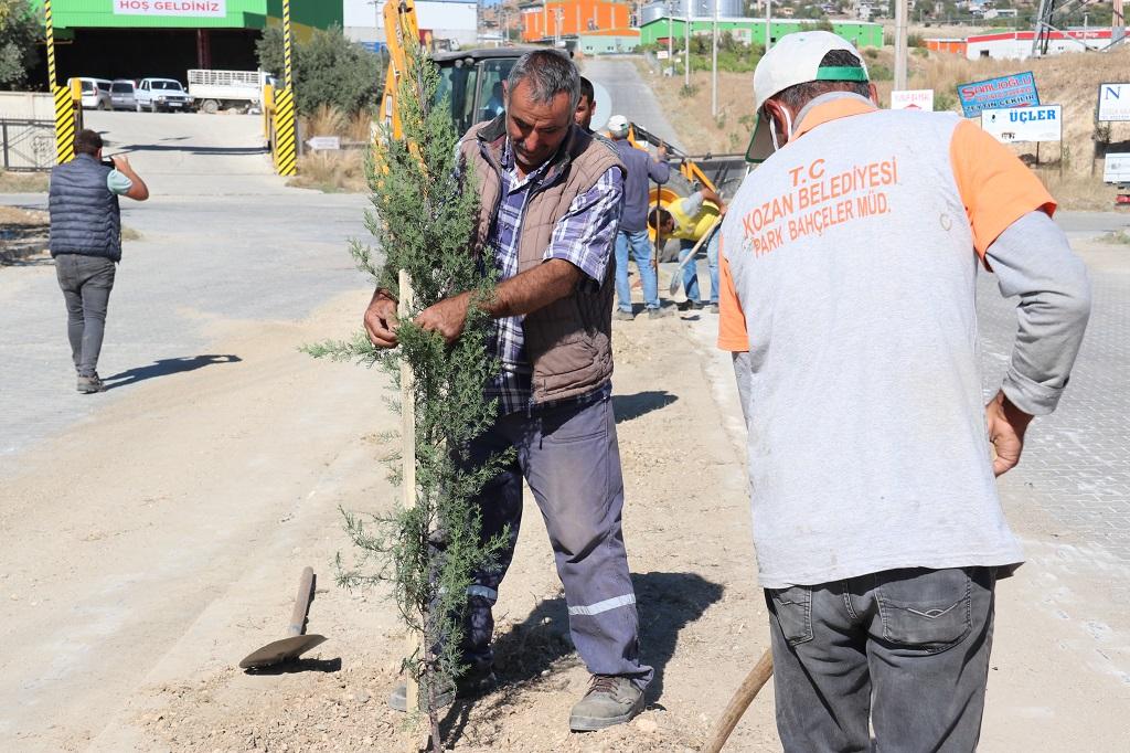 Kozan Belediyesinden Organize Sanayi Bölgesine ağaç dikimi