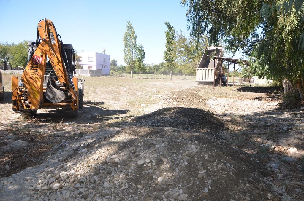 Kozan Belediyesinden Yol Kumlama Çalışması